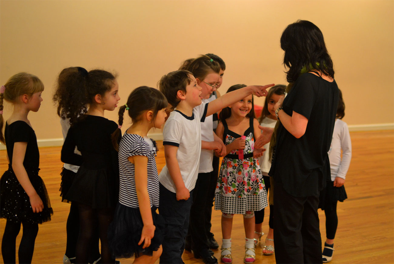 Maria-Manusova-with-students